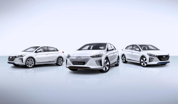 One in 12 new car buyers chose a hybrid or plug-in car in August